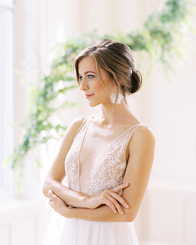 Bride with embroidered wedding dress and natural hair and makeup