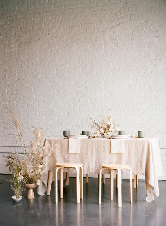 Minimal table setting